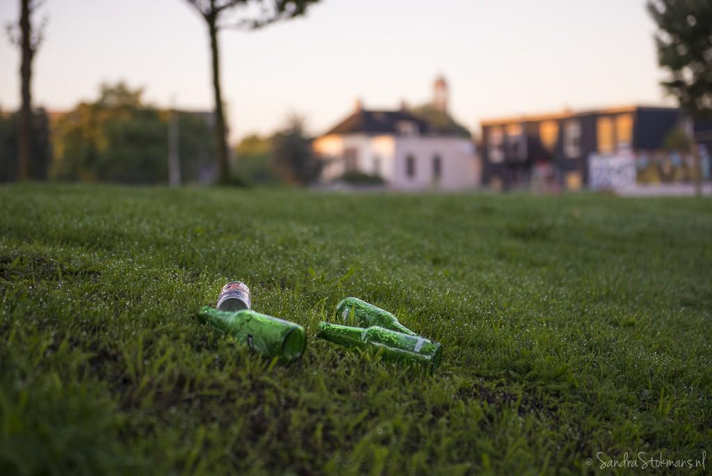 Rommel, bierflesjes, smorgensvroeg in het Griftpark in Utrecht, FotoJam 2015, by Sandra Stokmans