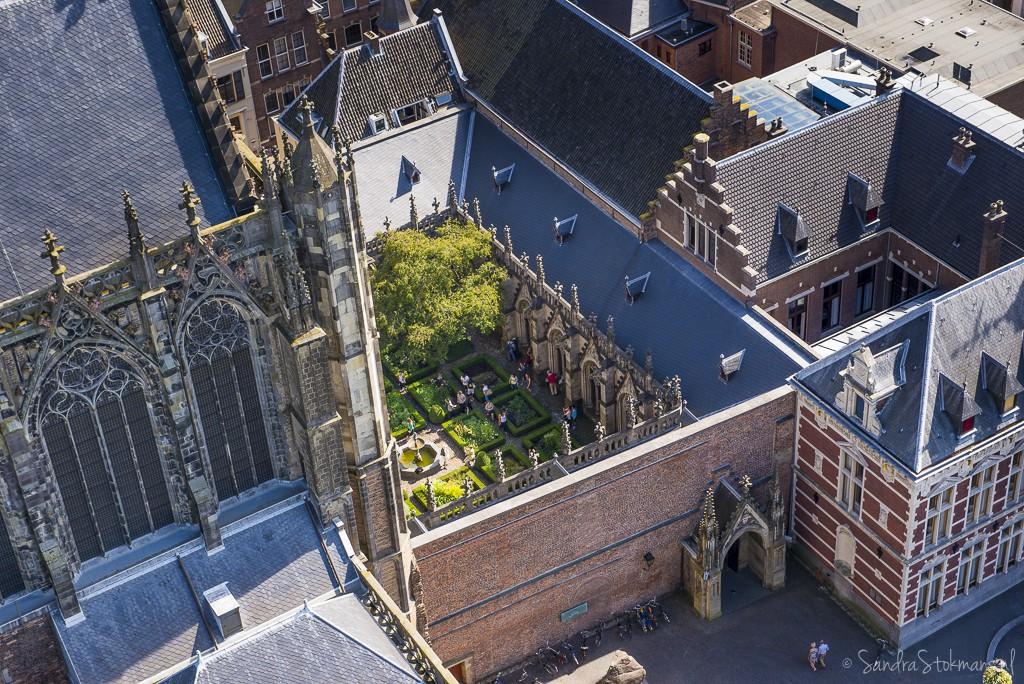 Het dolhof naast de Dom kerk op het Domplein vanuit een hoog standpunt genomen van de Domtoren in Utrecht, FotoJam 2015, by Sandra Stokmans