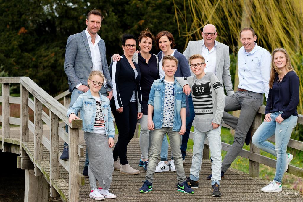 familie fotoshoot in het park Rijnstroom in Alphen aan de Rijn, foto door Sandra Stokmans Fotografie