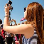 Foto's maken van jezelf met een selfie stick, Venetië, Italië, reisfotografie Sandra Stokmans Fotografie