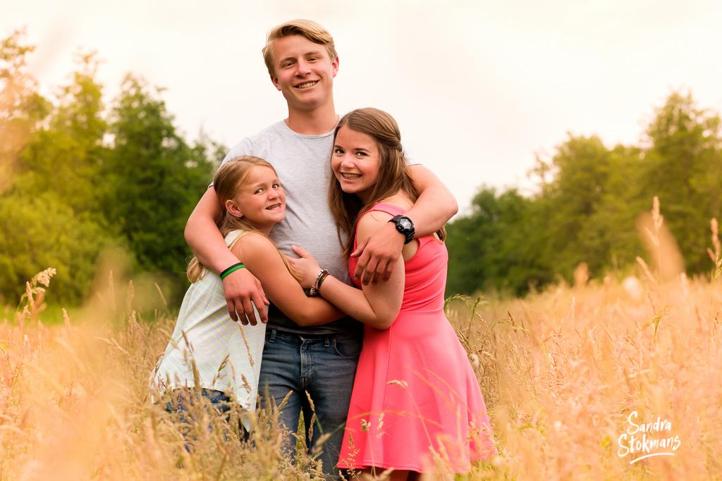 Vaderdag cadeau, foto van zussen en broer, familie fotografie, foto door Sandra Stokmans Fotografie