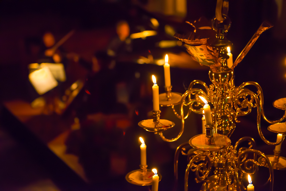 Musical optreden bij kaarslicht tijdens Concert in Tienhoven, evenement fotografie, Sandra Stokmans Fotografie