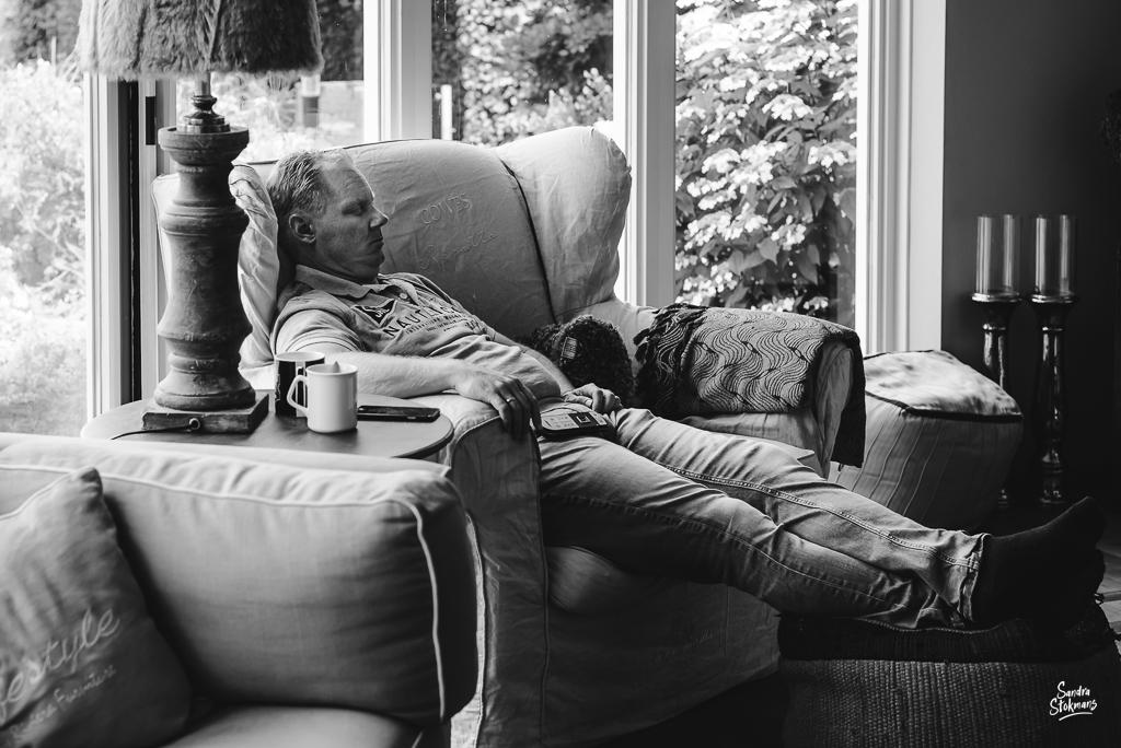 Day in the Life moment uitrusten op de bank, documentaire familie fotografie, image by Sandra Stokmans Fotografie
