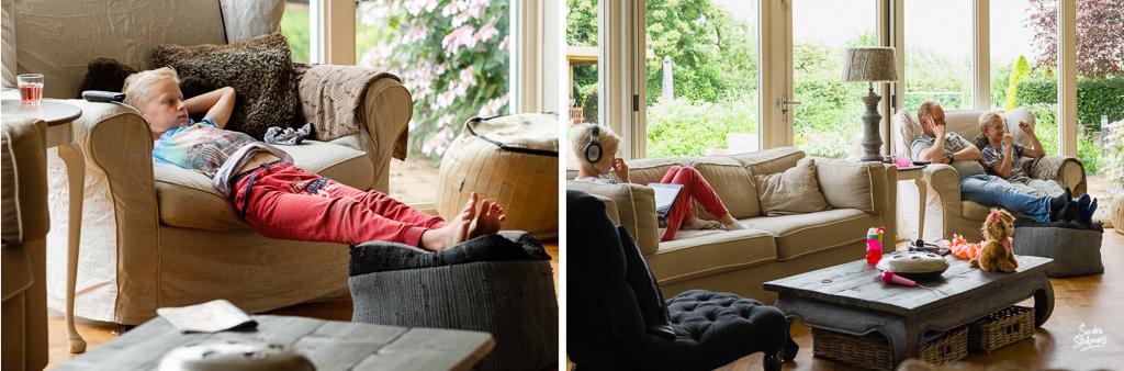 Day in the Life momenten uitrusten op de bank, documentaire familie fotografie, image by Sandra Stokmans Fotografie