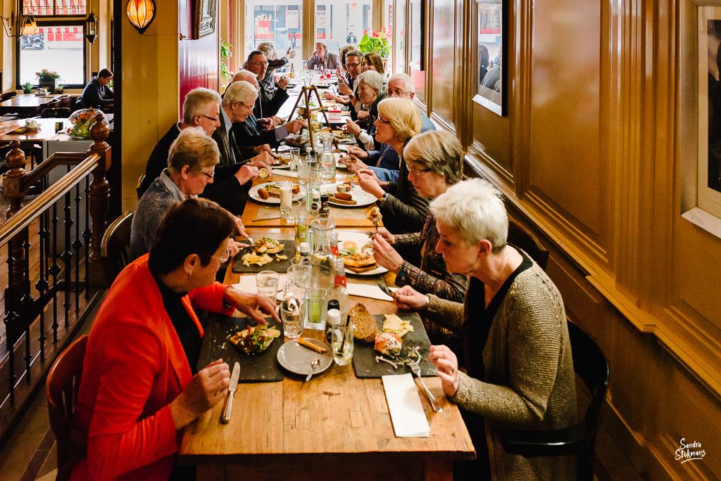 Lunchen met familie in Bilthoven, bijzondere gebeurtenis fotograferen, documentaire fotografie, documentaire reportage, door Sandra Stokmans Fotografie