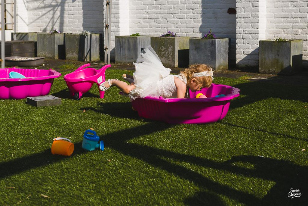 Doop fotograferen, buitenspelen, speciale Day in the life fotografie door Sandra Stokmans Fotografie