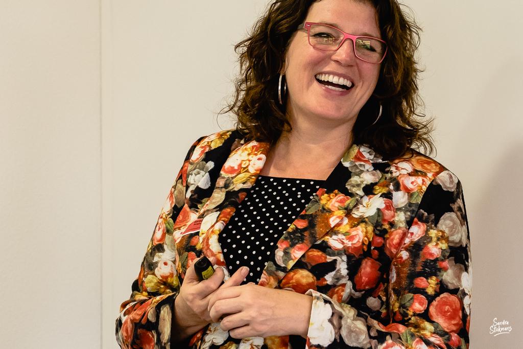Foto's maken van een bijeenkomst, trainer Barbara Borghuis in beeld, door Sandra Stokmans Fotografie