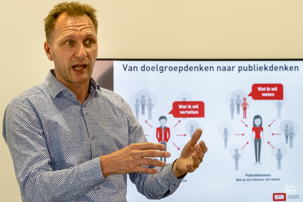 Foto's maken van een bijeenkomst, trainer Martijn Schenning in beeld, door Sandra Stokmans Fotografie