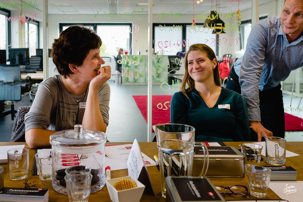 Foto's maken van een bijeenkomst van SIR Communicatiemanagement in Het Nieuwe Kantoor in Utrecht door Sandra Stokmans Fotografie