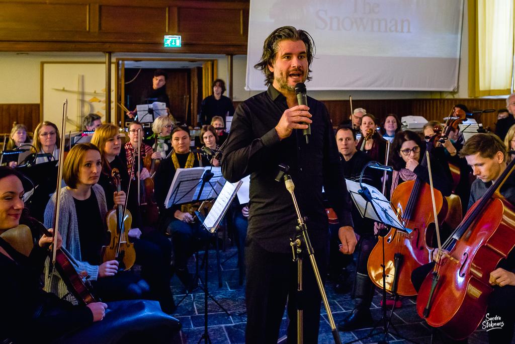 Welkomstwoord Concert in Tienhoven fotograferen, documentaire reportage fotografie, foto door Sandra Stokmans Fotografie