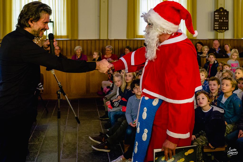 Kerstman Concert in Tienhoven fotograferen, documentaire reportage fotografie, foto door Sandra Stokmans Fotografie