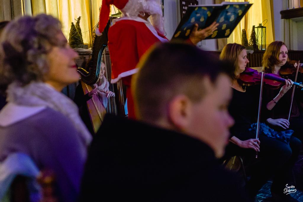De harpiste, Concert in Tienhoven fotograferen, documentaire reportage fotografie, foto door Sandra Stokmans Fotografie