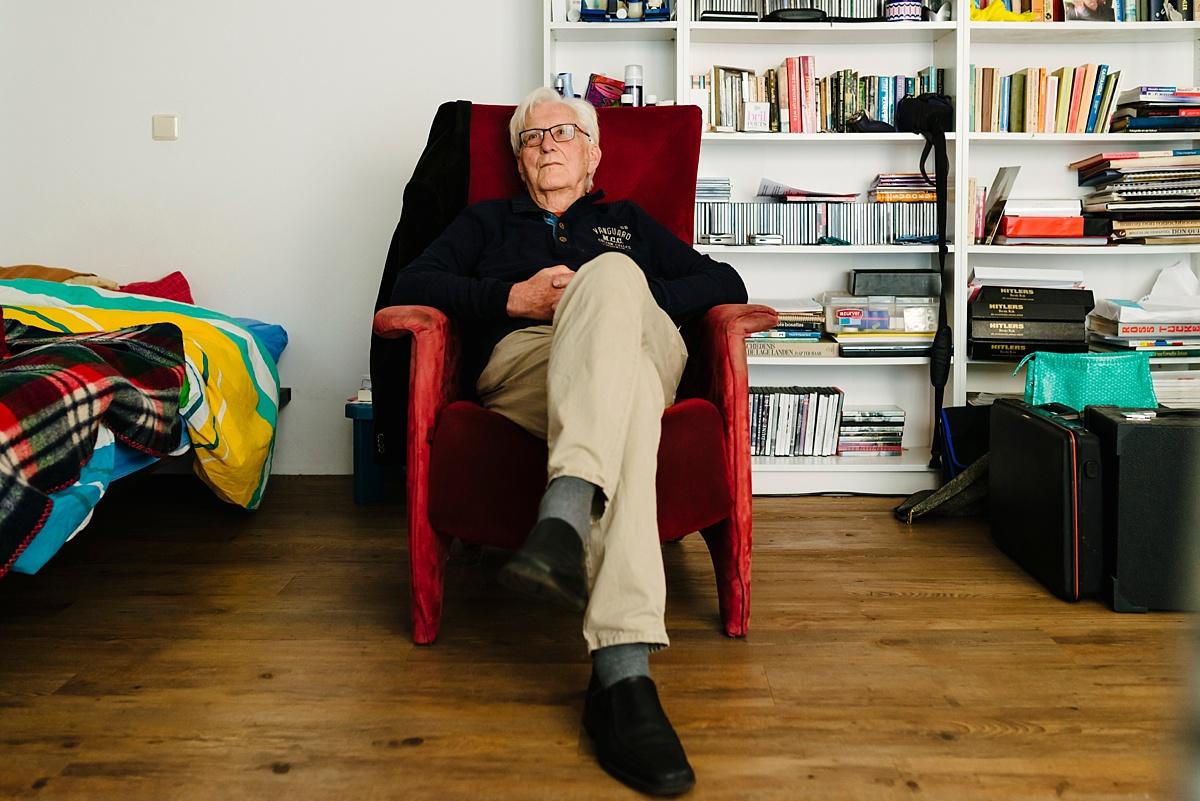 Gezinsfotografie, Day in the Life in Assen, Opa's kamer, foto door Sandra Stokmans Fotografie