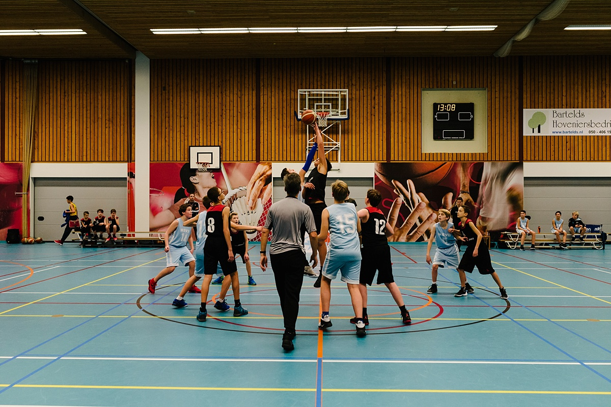 Gezinsfotografie, Day in the Life in Assen, basketballen, foto door Sandra Stokmans Fotografie
