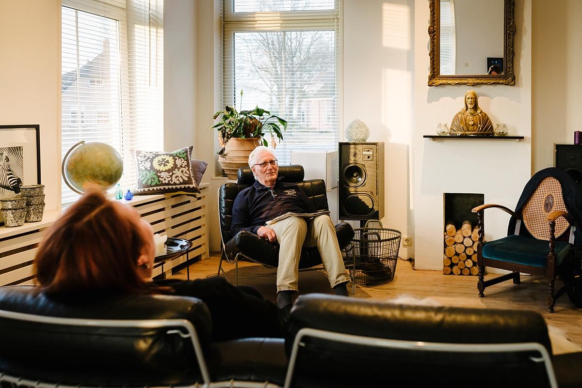 Gezinsfotografie, Day in the Life in Assen, in de woonkamer, foto door Sandra Stokmans Fotografie