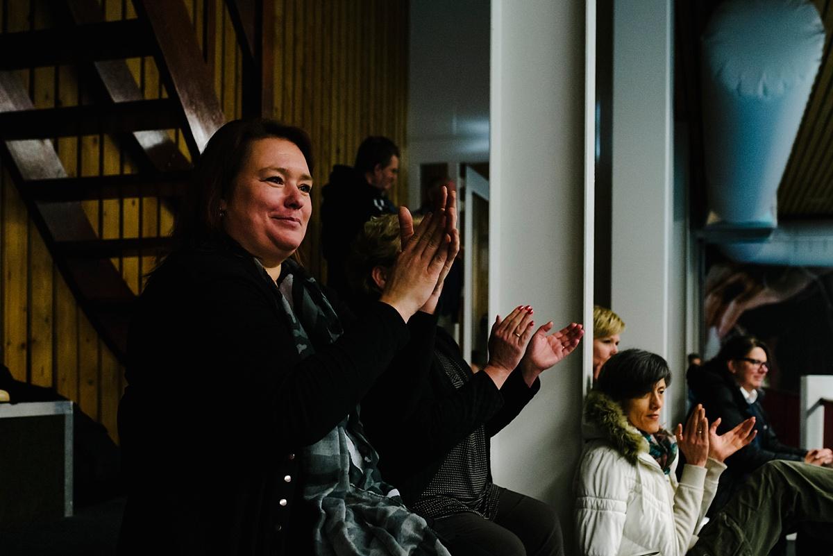 Gezinsfotografie, Day in the Life in Assen, trotse moeder, foto door Sandra Stokmans Fotografie