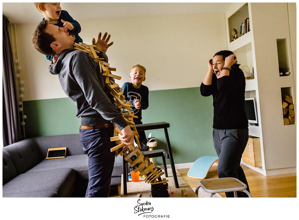 Project Hartekind door Sandra Stokmans Fotografie, documentaire familie fotografie, spelen met Kapla