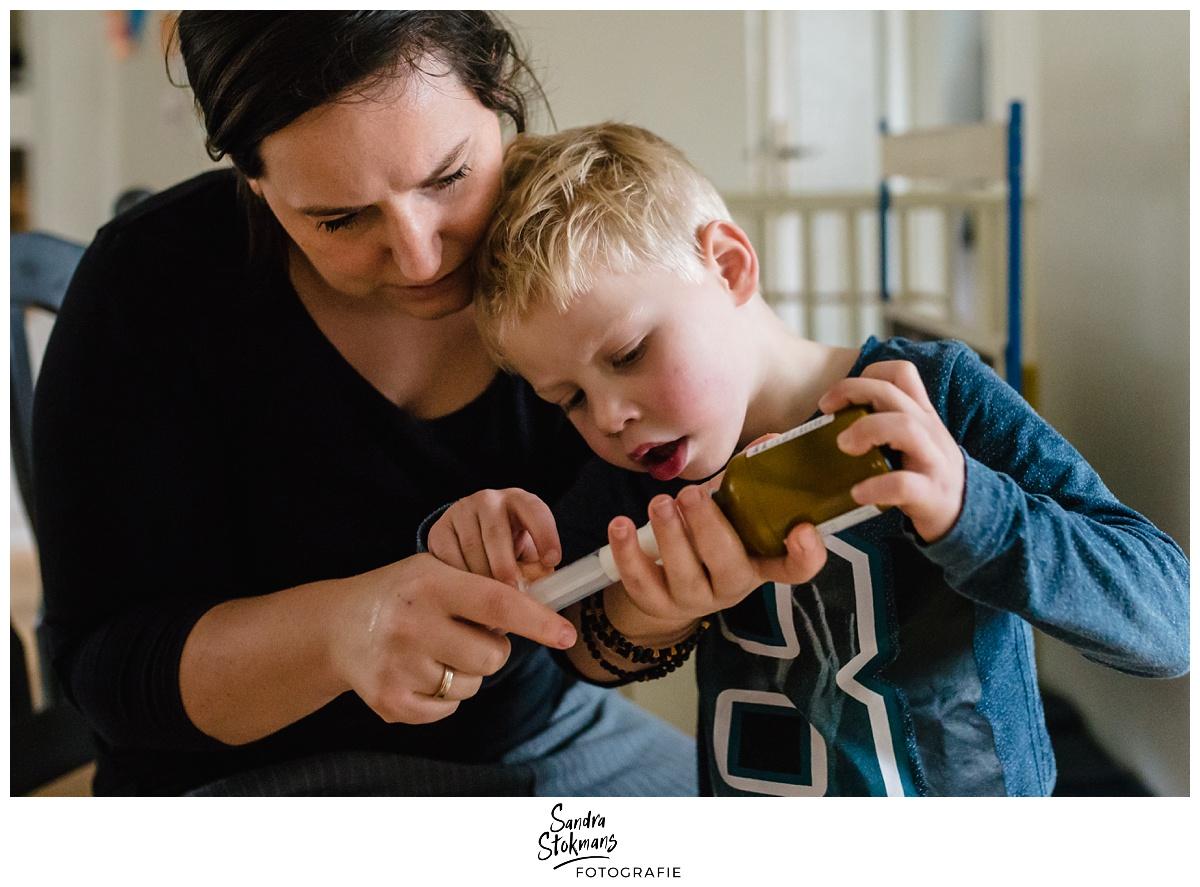 Project Hartekind door Sandra Stokmans Fotografie, documentaire familie fotografie, medicijnen