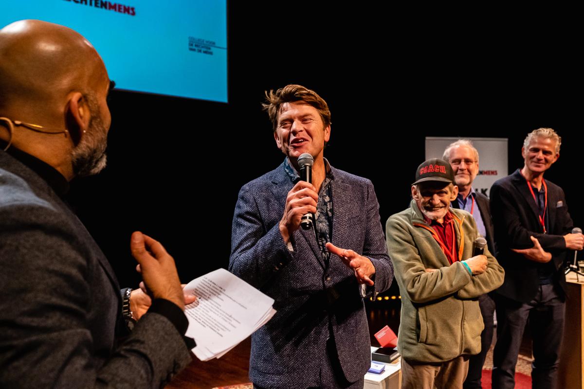 Beau van Erven Dorens bij het MensenrechtenMens2018 uitreiking van het College voor de Rechten van de Mens, evenement fotografie, foto door evenement fotograaf Sandra Stokmans