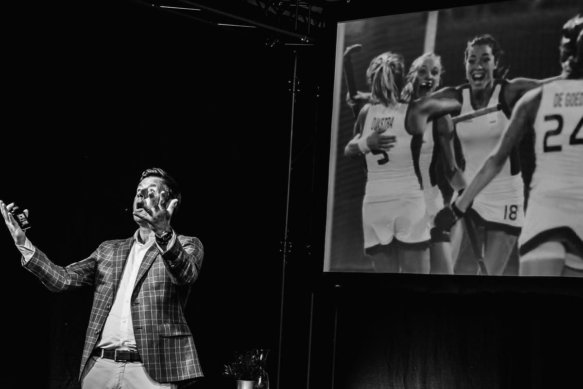 Marc Lammers vergelijkt het bedrijfsleven en topsport, foto door evenement fotograaf Sandra Stokmans