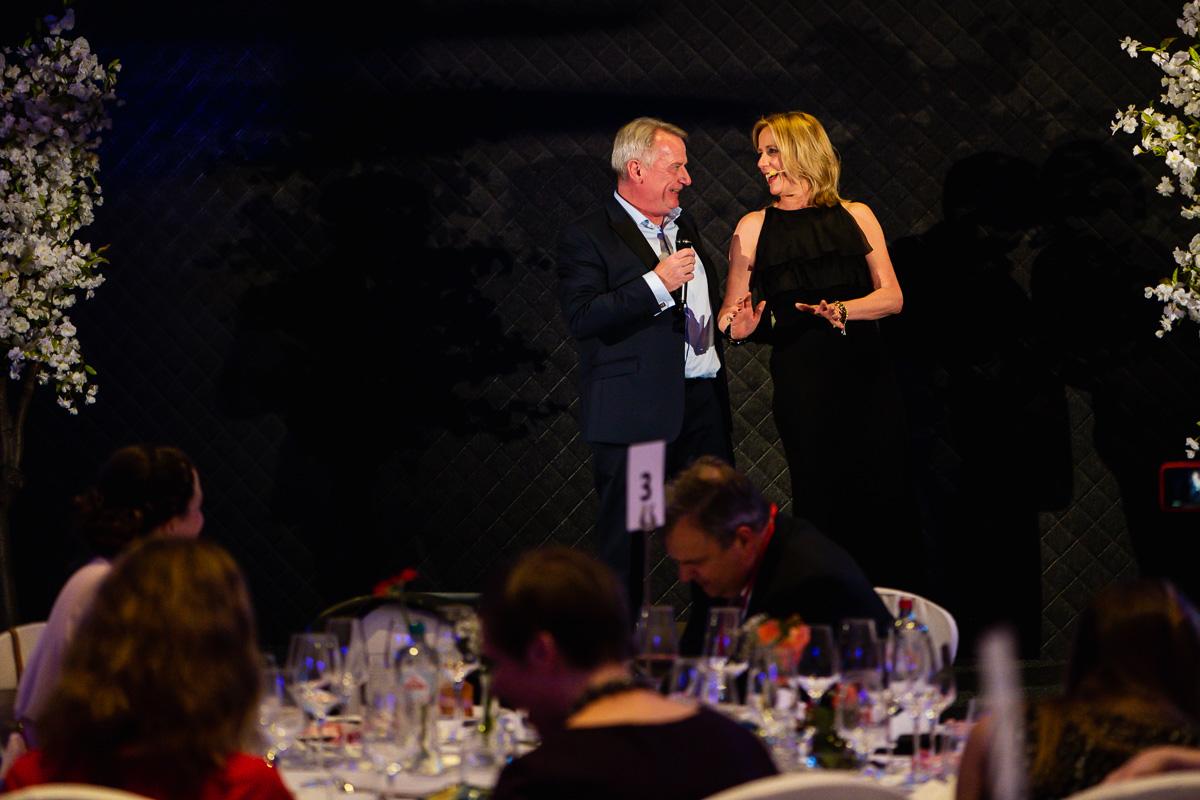 Conny Dorrestijn and Chris Skinner singing during the annual EWPN awards dinner, event photographer Sandra Stokmans