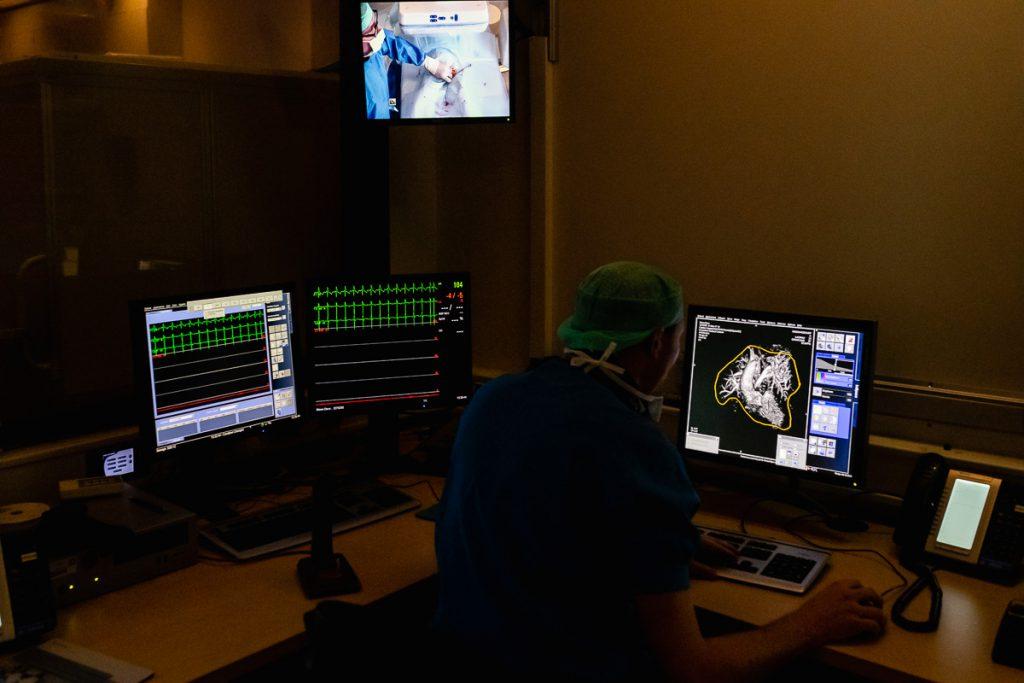 Ziekenhuis reportage, zorgfotografie, Kindercardiologen aan het werk, hartcatherisatie, foto door Sandra Stokmans Fotografie