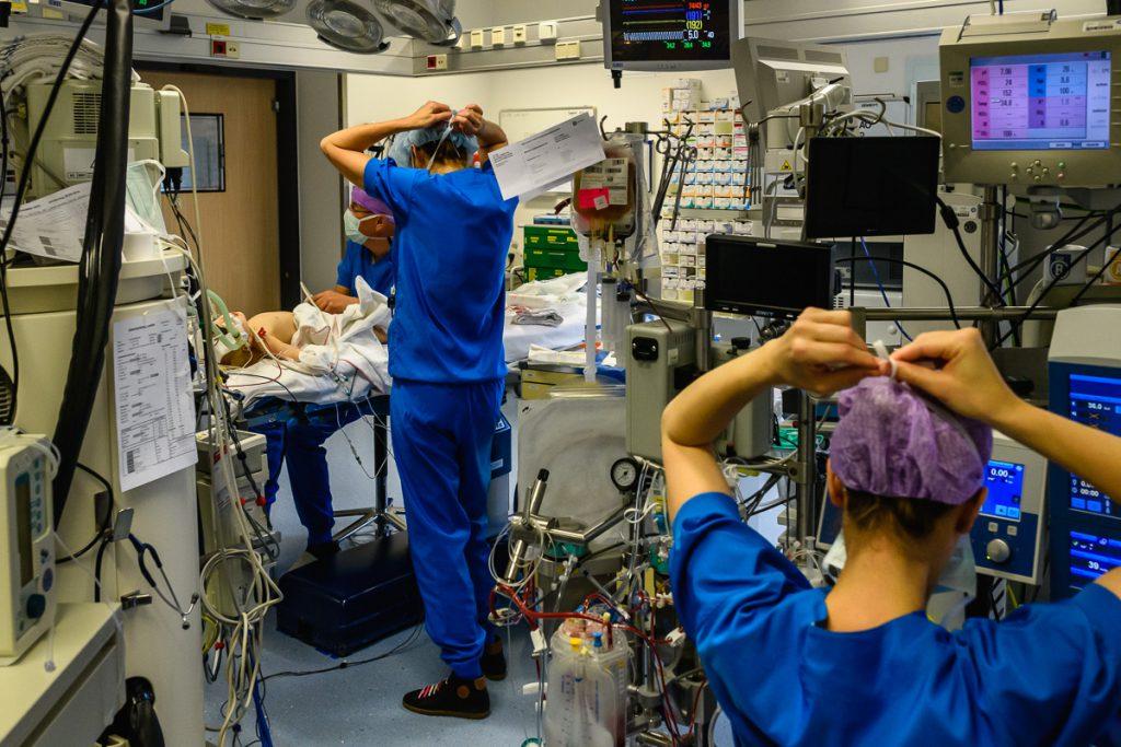 Ziekenhuis reportage, zorgfotografie, een open hart tijdens een openhartoperatie, foto door Sandra Stokmans Fotografie