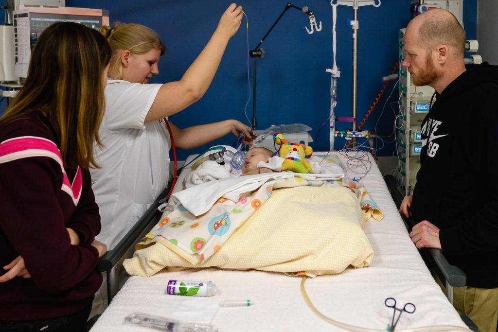 Ziekenhuis reportage, zorgfotografie, IC verpleegkundige aan het werk, Sandra Stokmans Fotografie